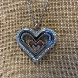 Origami Owl heart locket with 3 nesting hearts